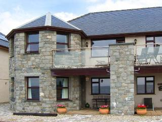 THE ANNEX AT PENHELI, ground floor, WiFi, patio with furniture, beach across the road, Ref 913797, Barmouth