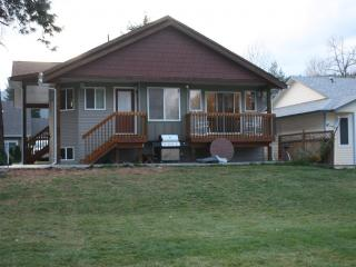 Family-friendly cottage in quiet lake area, Vernon