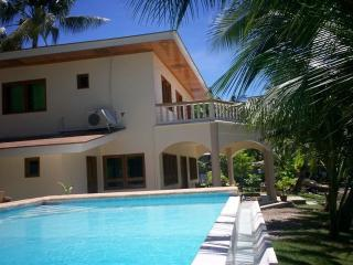 Villa at the beach, with private pool, Argao