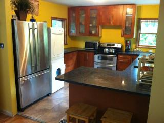 Modern House w.Hot Tub, Sauna,WIFI and central AC, Albrightsville