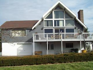 Beautiful LakeView Chalet w/Gameroom, fishing, Jim Thorpe