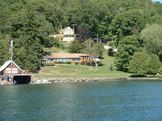 Beautiful lake front home on Lake George -, Ticonderoga
