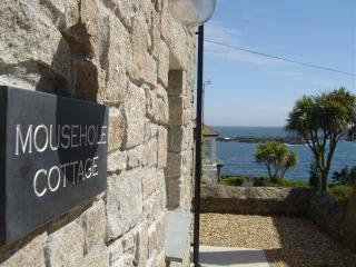 Mousehole Cottage with great sea views & parking