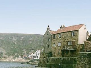 FISHERMANS COTTAGE, Staithes