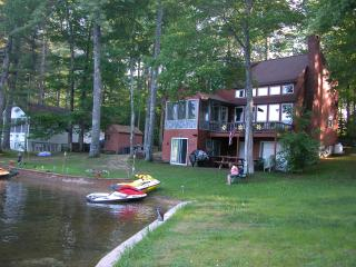 Dream Get-Away Lake House, Acton