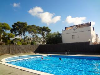 Sunlit Sitges villa, a 5-minute walk to the beach!