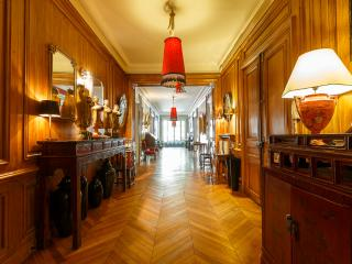 4 Bedroom Paris Apartment in Champs Elysees