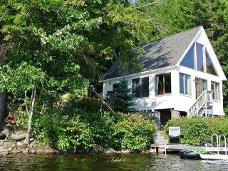 Serenity At Its Finest - Waterfront Cottage, Center Tuftonboro