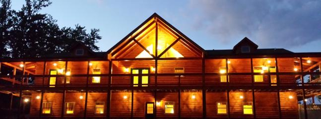 The Lodge Sleeps 30 with 10 bedrooms, 5 bathrooms, 4 fireplaces, gameroom & more