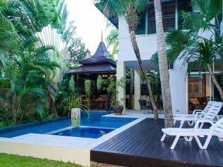 Jomtien Beach Deluxe Villa gmail sleeps 10