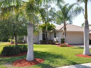 Family Friendly Home for 6 with saltwater pool, Naples