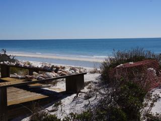 Beachfront Cottage, Gulf Front Home, Carrabelle
