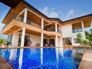 Phoenix Lakeside 5 Bed Pool Villa with FREE Car, Pattaya