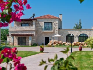 Platanias Villa with 3 bedrooms 800m from the sand