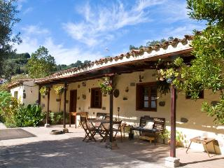wonderful house in the mountain 15k from the coast, Moya