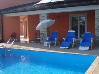 PD1 Entire House with swiming pool for 8, Umag
