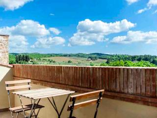 Chianti Penthouse with Pool and View on the Hills, San Donato in Poggio