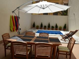 APARTMENT WITH GARDEN AND PRIV, Barcelona