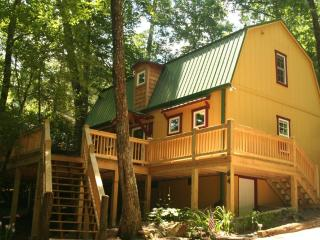 2 Bedroom | Sleeps 4 | Large Deck | Pet Friendly, Highlands
