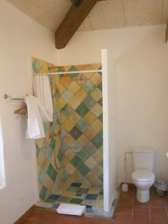 Bathroom with old stone 'carrelage'