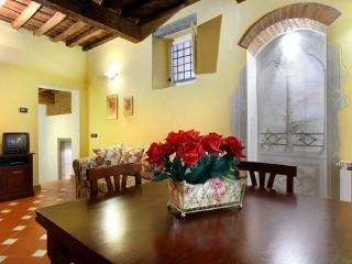 Romantic Florence apartment ideally located for city exploration, sleeps 4