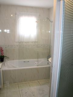 En suite with bath and shower cubicle