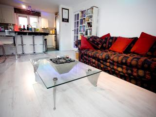 Modern, relaxing, central room, Brighton