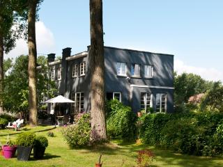 Canalhouse, luxurious house just outside Bruges