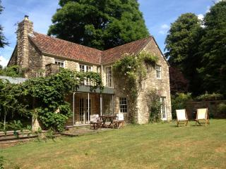 Idyllic farmhouse near Bath, Dyrham