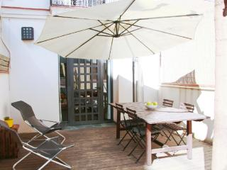 Lovely house with garden, pool, garage, quiet area, Barcelona