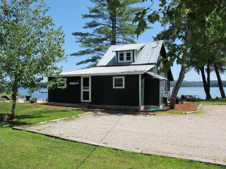 Kezar Lake Cottage with Private Beach, Lovell