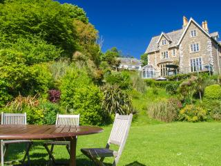 Courtyard View attractive garden level double room, Kingsand