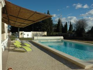 VILLA piscine climatisée 4 *-9 PERS-(18 couchages), Arles