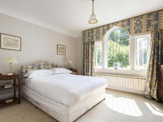 Priory lane - by Onefinestay, Richmond-upon-Thames