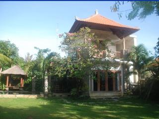 Cozy 2 storey Villa Pool, WIFI, Sanur