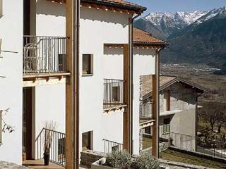 Lake Como Apartment with pool- Sleeps 6, Montemezzo