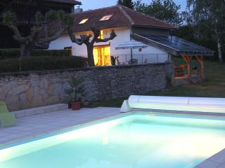 Idyllic Pyrenees cottage, pool, magnificent views, Montrejeau