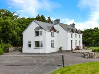 FARNA VIEW, detached, five bedrooms, en-suite, off road parking, enclosed garden, in Castlemaine, Ref. 28044.