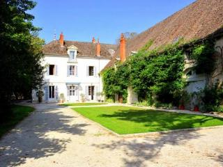 Chateau De Champ Carre Estate, Tailly