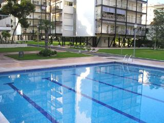 DIEGO: SPECIAL FAMILIES: 2BD, SW POOL, Sitges