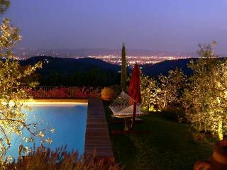 Magnificent Tuscan holiday villa in Sesto Florentino offers gorgeous garden, private pool and terrace, Sesto Fiorentino