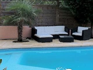 Montpellier holiday villa pool, Saint-Clement-de-Riviere