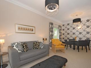 Immaculate two bedroom apartment, Oxford