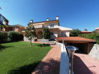 Large 4 bedrooms family villa, Cambrils
