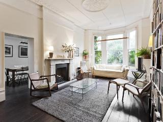 Grosvenor rd - by Onefinestay, London
