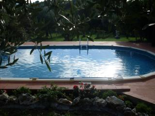 Tuscan holiday guest house with 3 bedrooms, 2 terraces, private pool and garden, 30 minutes drive from Florence, Pescia