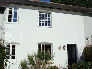 Coach Cottage - pet friendly, Child Okeford