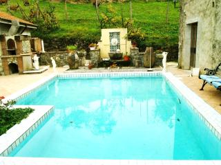 Elegant Country Apartment Pool, Spa and views, Varese Ligure