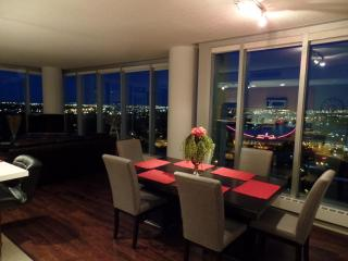 Executive Rental Walking Distance To Stampede Park, Calgary