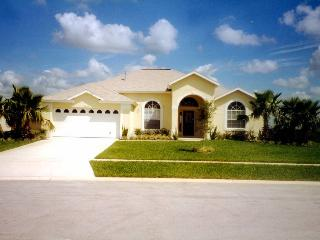 Gorgeous Tangerine Villa with Pool and free WiFi!!, Clermont